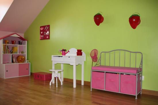 chambre fille d co vert rose verbaudet coiffeuse banc. Black Bedroom Furniture Sets. Home Design Ideas