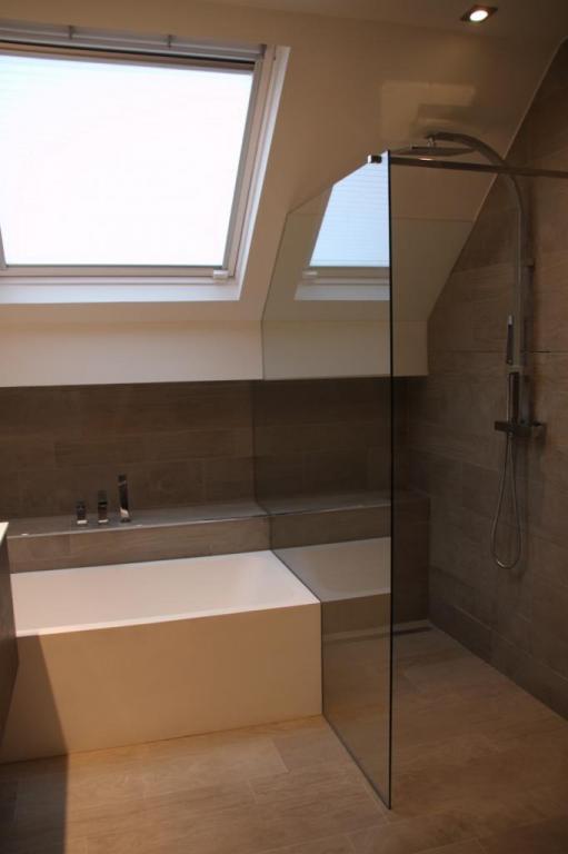 Salle de bains moderne avec douche à l'italienne