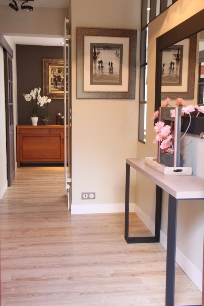 Entrée moderne avec console en bois et métal