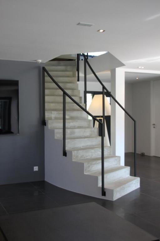 Escalier moderne en béton