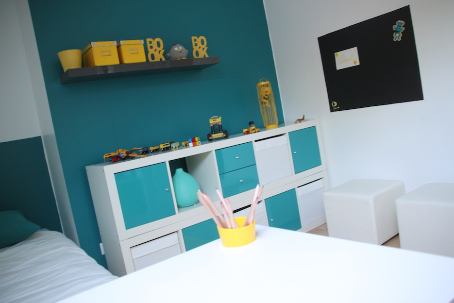 chambre d 39 enfant jaune et bleu chambre ik a. Black Bedroom Furniture Sets. Home Design Ideas