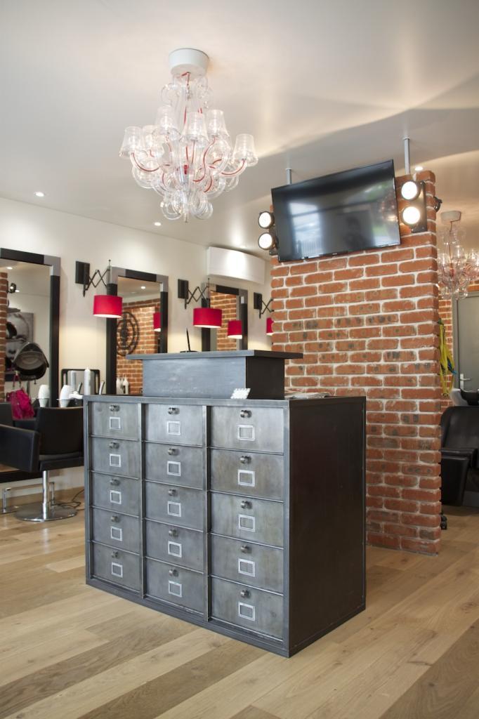 Salon de coiffure style industriel for Amenagement d un salon