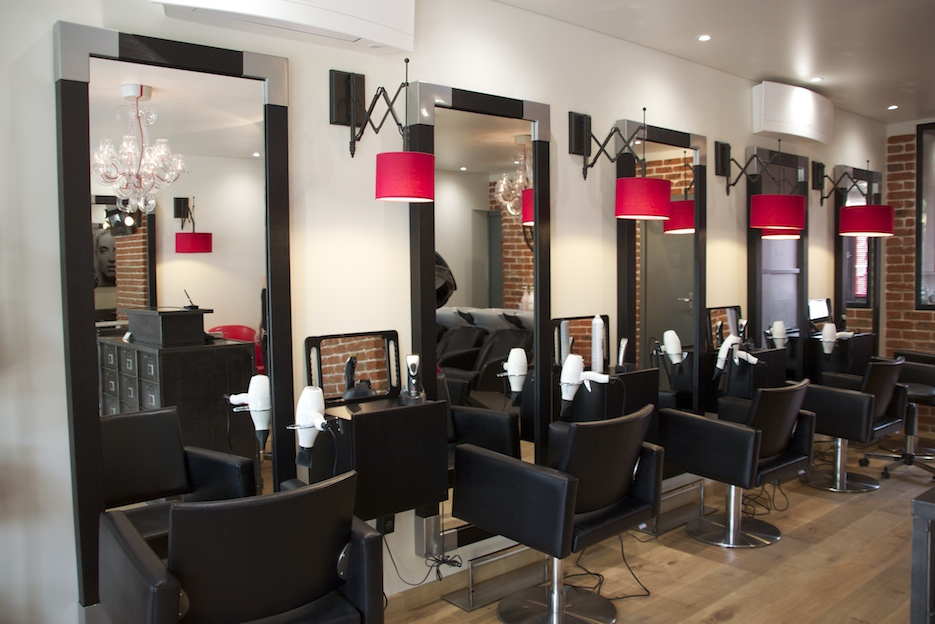 Am nagement d 39 un salon de coiffure style industriel - Idee d amenagement de salon ...