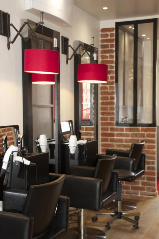 Salon de coiffure style industriel - Amenagement salon de coiffure ...