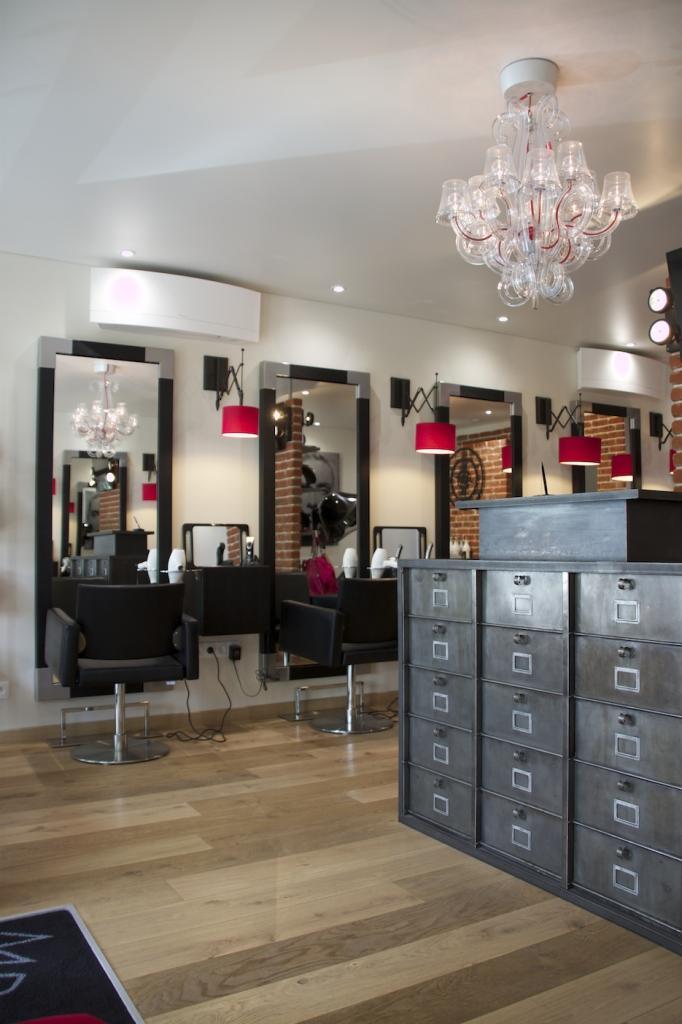 Salon de coiffure fashion 28 images am 233 nagement d for Un salon de coiffure