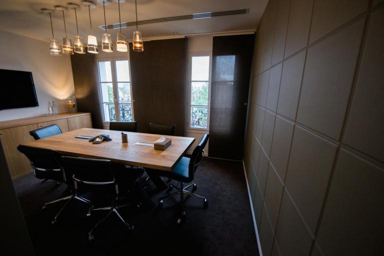 Salle de réunions, mur en cuir