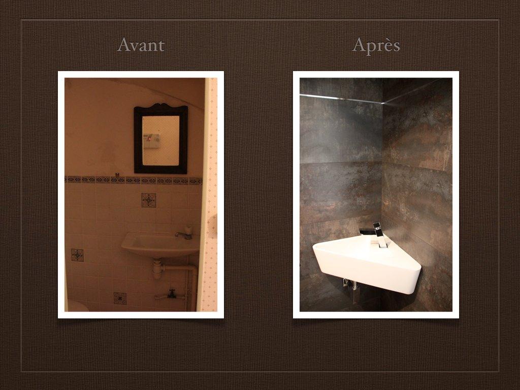 Entr e escaliers toilettes for Decoration wc moderne