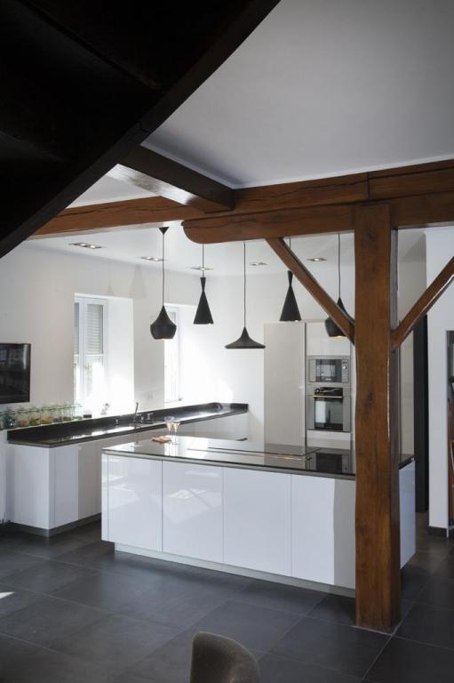 Peggy Guezello Cuisine avec suspension Tom Dixon
