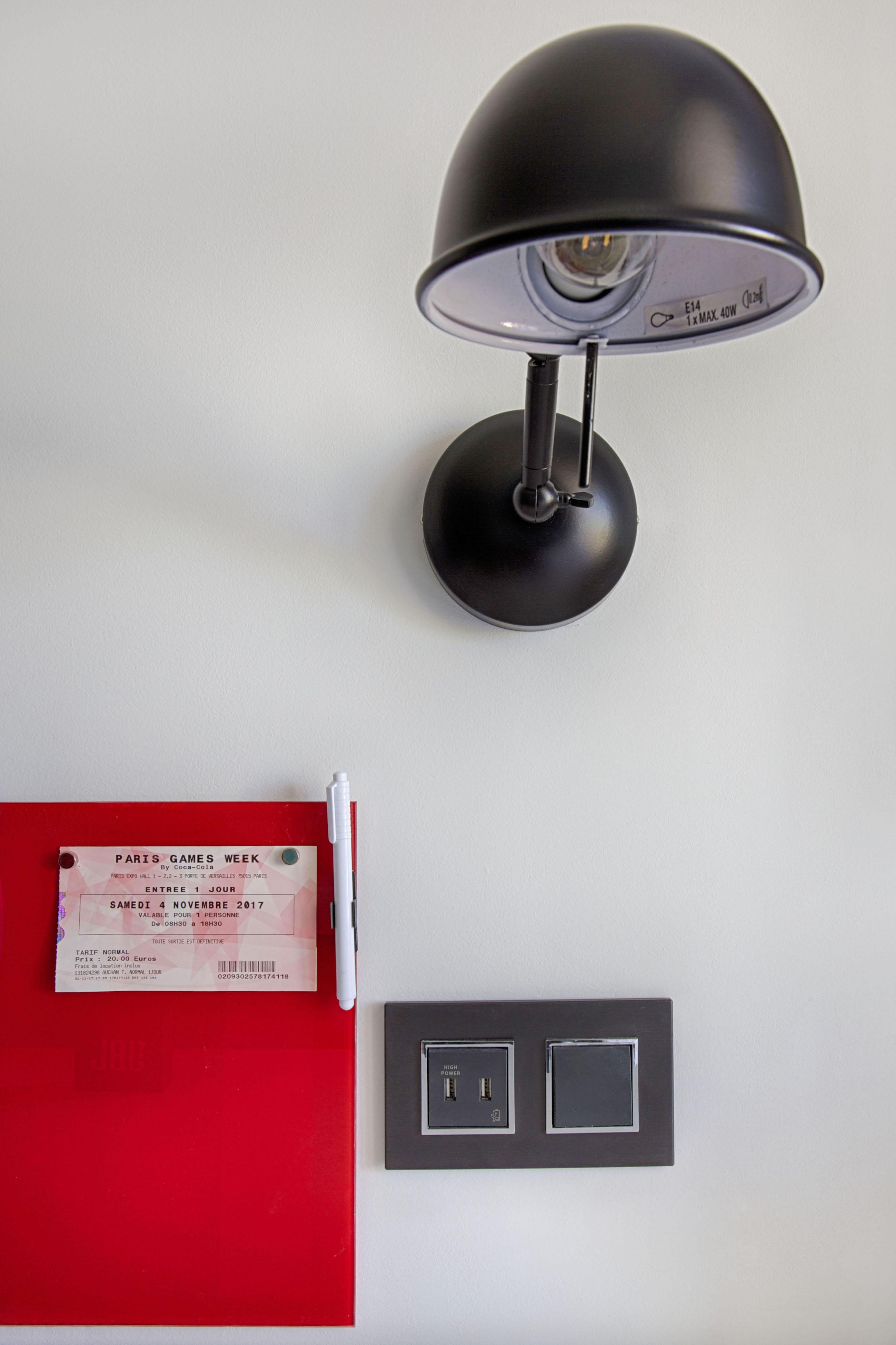 Prise USB design pour chambre d'ado par Peggy Guezello 1001 idées