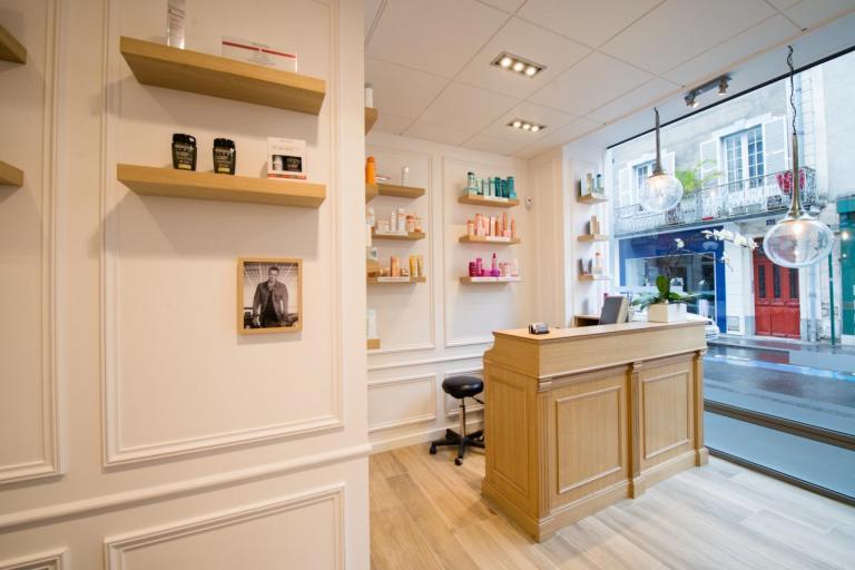 Salon de Coiffure chic et moderne: zone bacs