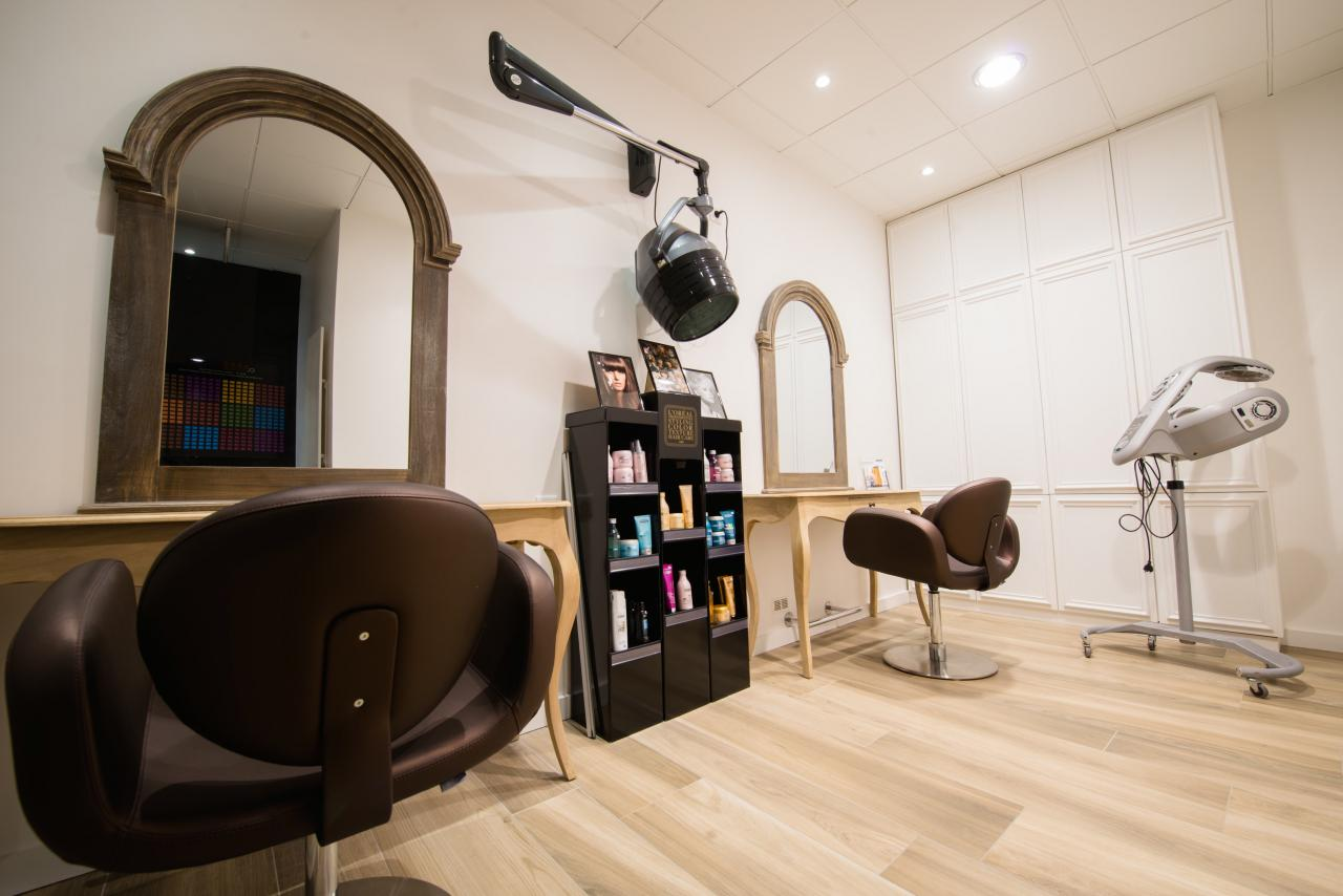 Salon de coiffure chic et moderne for Salon de the