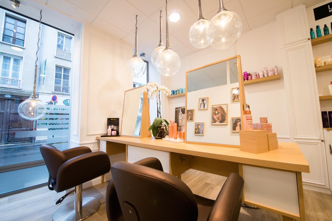 Salon de Coiffure chic et moderne: vitrine