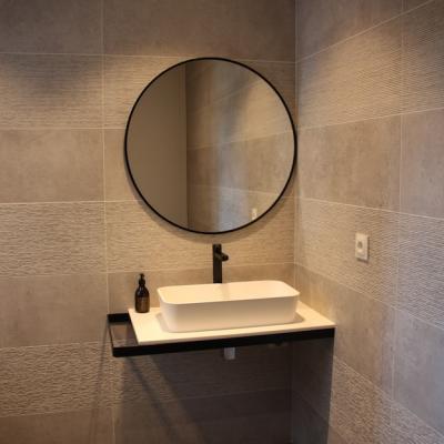 Salle d'eau sobre et élégante
