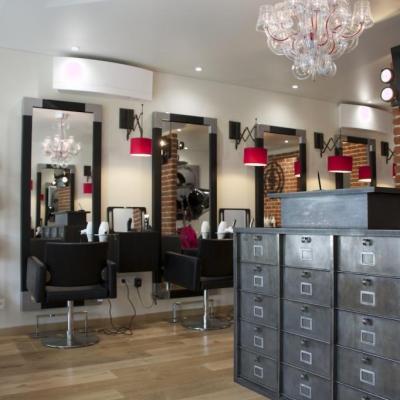 Aménagement d'un salon de coiffure style industriel