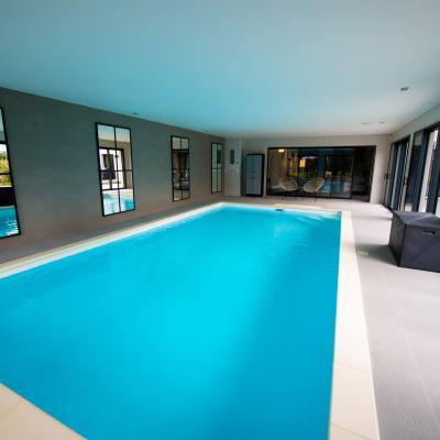 Aménagement intégral d'une villa avec piscine d'intérieur