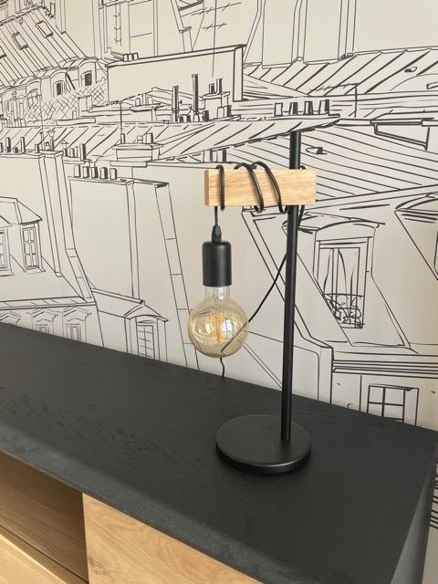Peggy guezello 1001 ide es lampe avec papier peint toit de paris