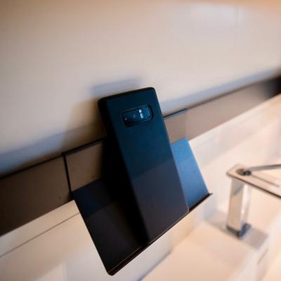 Peggy guezello 1001 ide esaccessoire telephone pour salle de bains