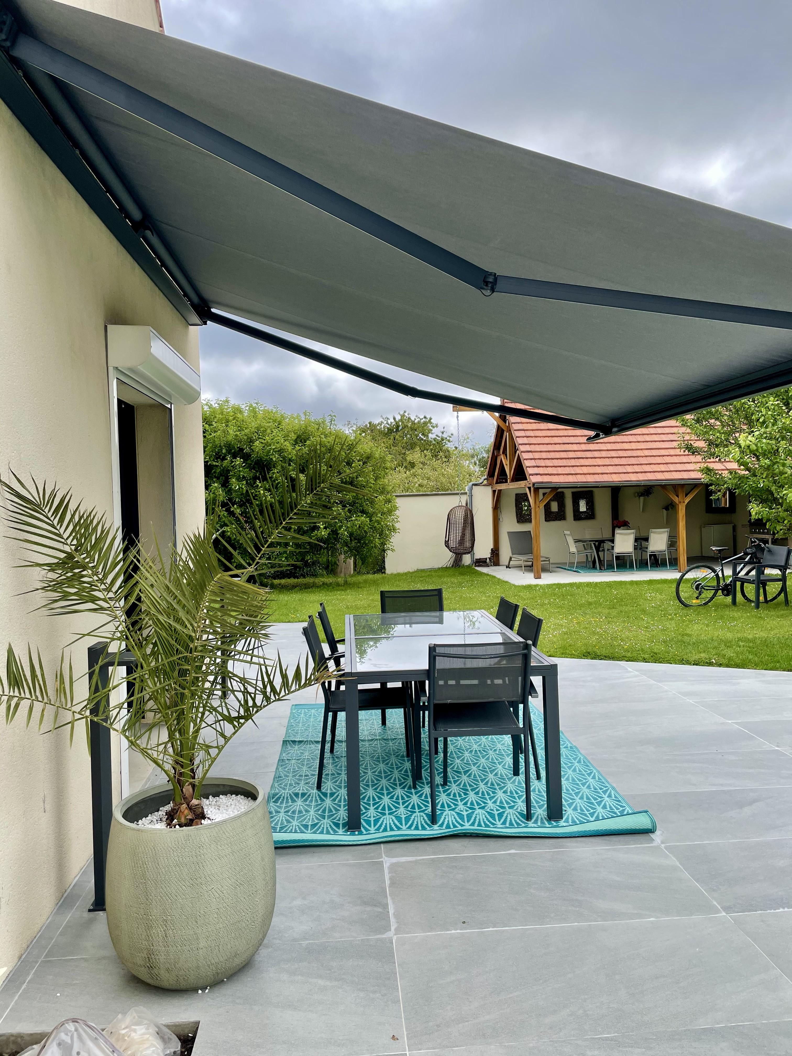Peggy guezello ame nagement de jardi et terrasse avec store