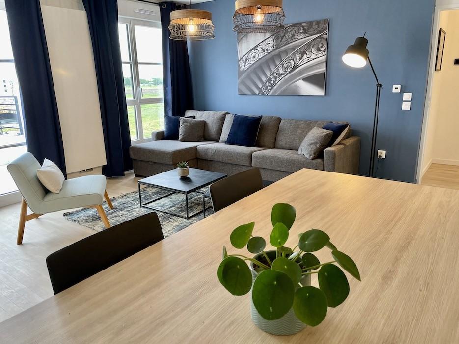 Peggy guezello appartement chessy mur bleu