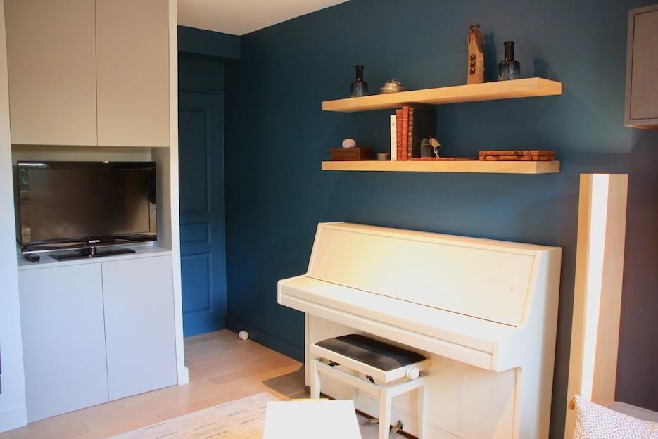 Piano avec mur bleu peggy guezello 1001 ide es
