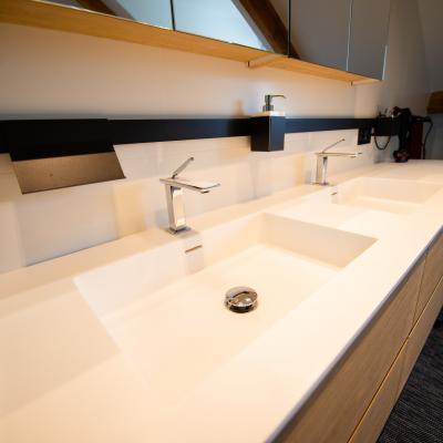 Salle de bains design avec robinet encaste peggy guezello